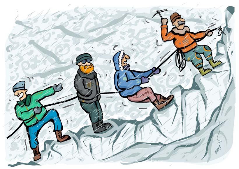 چند کوهنورد در حال بالا رفتن از کوه در هوای نامساعد و لجبازی یکی از آنها